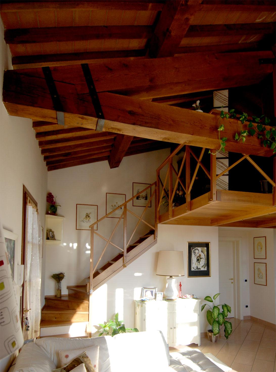 Vista interna del soppalco in legno